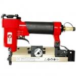 Пневматический степлер РТ-1611 рассчитан на работу со шпилькой высотой от 12 до 25 мм. Применяется в основном в мебельной промышленности, а также для некоторых видов строительных и отделочных работ. Давление сжатого воздуха от компрессора величиной 7 атмосфер передает необходимую силу для пробивания даже твердых пород древесины и ДСП. СтеплерРТ-1611 оснащен обрезиненной рукояткой, которая не утомляет руку и способствует длительной и качественной работе с аппаратом. Одними из его главных преимуществ...
