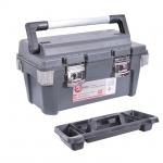 Ящик для инструментов BX-6020 – это практичный и удобный аксессуар для хранения и транспортировки инструментов. Ящик отличает наличие длинной рукояткисалюминиевой накладкой для ношения. Длинная рукоятка максимально балансирует загруженный ящик с инструментами. В результате чегоидет меньшая нагрузка на запястье. Отдельного внимания заслуживают замки ящика. Это широкие металлические защелки, которые максимально плотно прижимают крышку ящика к корпусу. На замках имеются дополнительные петли для навесного...