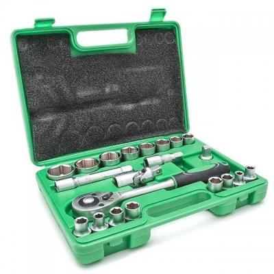 Набор инструментов INTERTOOL ET-6021SP включает в себя 21 единицу. Инструменты размещены в кейсе из ударостойкого пластика с надежными замками и удобной ручкой. Основное внимание в INTERTOOL ET-6021SP уделено торцевым головкам — в данном наборе их 16, диаметром от 10 до 32 мм. Кроме того, набор инструмента INTERTOOL ET-6021SP включает вороток, ключ с трещоткой с квадратом 1/2
