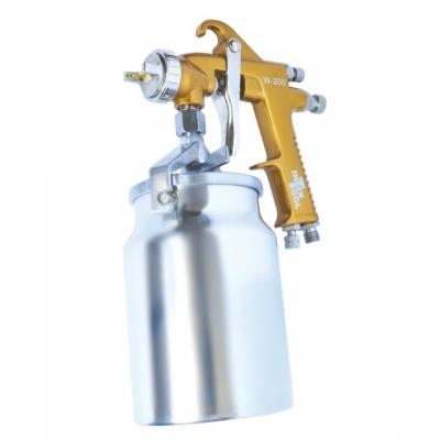 Краскопульт пневматический INTERTOOL PT-0221 отличный помощник при проведении несложных покрасочных работ. Его можно использовать с большиством типов ЛКМ. Бачок ёмкостью1000 мл у РТ-0221 имеет нижнее расположение и изготовлен из металла. Диаметр форсунки на данной модели составляет 1,5 мм, а расход воздуха – 130-190 мл. Рабочее давление достигает 5 атм. Покрасочный пистолет INTERTOOL PT-0221 оптимально подходит для выполнения покрасочных работ, где качество нанесения не играет роли, но важна скорость и...