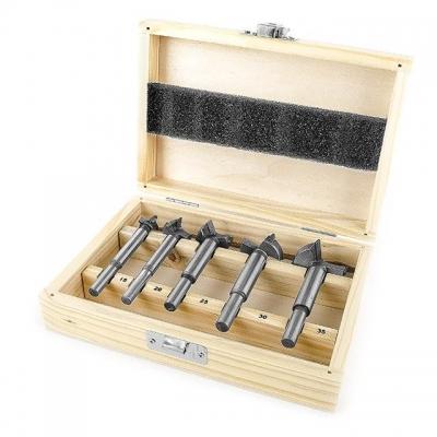 Фрезы представляют собой инструмент с одним или несколькими режущими лезвиями. Фрезы предназначены для фрезерования, выборки пазов разной формы, выполнение шпоночного паза и др. Фрезерование – это процесс механической обработки материала фрезой, которая вращается вокруг своей оси с большой скоростью и имеет либо напаянные (механически установленные), либо выполненные из цельного материала ножи. В наборе HT-0074 представлены фрезы Форстнера. Это фрезы, имеющие специальное ограничение по вырезу. Т.е. эти...