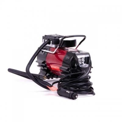 Компактныйавтомобильный компрессор INTERTOOL AC-0001 станетвашимнадежными помощникомв гараже, в дороге или впутешествии. Рабочее давление до 7 атмосферпозволит накачать до рабочего состояния колеса автомобиля, мотоцикла иливелосипеда, а также мячи, матрацы, кругии любые другие надувные изделия благодаря набору насадок, который поставляется в комплекте. Особенно удобным в использовании этот компрессор становится благодаря ряду его особенностей: Точный контрастный манометр для контроля текущего...