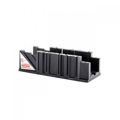 Пластиковое стусло INTERTOOL HT-0724 поможет качественно выполнить работы по распилу деревянных заготовок под определенным углом.Стусло представляет собой изделие П-образной формы, выполненное из ABS-пластика. На его боковых стенках имеются узкие сквозные пропилы под углами 45 и 90 градусов, относительно линии, вдоль которой располагается заготовка. Благодаря этому можно получать точные и аккуратные пропилы в поперечном, продольном и угловом сечении. Такое стусло пригодится при распиливании багета, тонких...