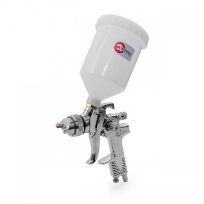 Модель покрасочного пневматического пистолета INTERTOOL PT-0106 — это профессиональный инструмент, который предназначен для работы с различными видами ЛКМ. Он разработан на основе технологии HVLP, что позволяет значительно снизить потери материалов на туманообразование. С помощью данной технологии достигаются высокие показатели (до 75%) переноса ЛКМ на необходимую поверхность. Диаметр форсунки — 1,3 мм. Объем пластикового бачка с верхним расположением составляет 600 мл. Показатель расхода воздуха при...