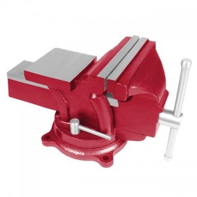 Тиски слесарные поворотные 100 мм INTERTOOL HT-0051 — незаменимый инструмент в гараже, мастерской или на производстве. Ручная обработка детали иногда просто невозможна, если ее не закрепить «намертво». Сами тиски изготовлены из качественного чугуна. Губки — из стали. Их вес составляет 7 кг. Максимальный зазор между губками — 85 мм, а максимальное усилие с которым можно удерживать объект — 19612 Н.