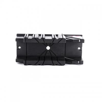 Пластиковое стусло INTERTOOL HT-0725 поможет качественно выполнить работы по распилу деревянных заготовок под определенным углом.Стусло представляет собой изделие П-образной формы, выполненное из ABS-пластика. На его боковых стенках имеются узкие сквозные пропилы под углами 45 и 90 градусов, относительно линии, вдоль которой располагается заготовка. Благодаря этому можно получать точные и аккуратные пропилы в поперечном, продольном и угловом сечении. Такое стусло пригодится при распиливании багета, тонких...