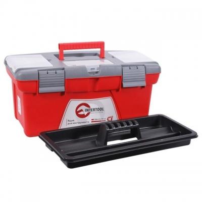 Ящик для инструмента BX-0418 INTERTOOL – это большой бокс для хранения и безопасной транспортировки инструмента. Ящик изготовлен из прочного пластика, имеет прочную ручку для его ношения и устойчив к внешним механическим воздействиям. Ящик имеет пластиковые замки и дополнительные пластиковые боксы на крышке. Два бокса – съемные, необходимы для хранения мелких деталей, расходных материалов и т.д. А третий бокс, расположенный на передней части крышке ящика имеет дополнительные отверстия для бит (отверточных насадок), головок. Габаритные размеры ящика BX-0418 - 480*250*230 мм.