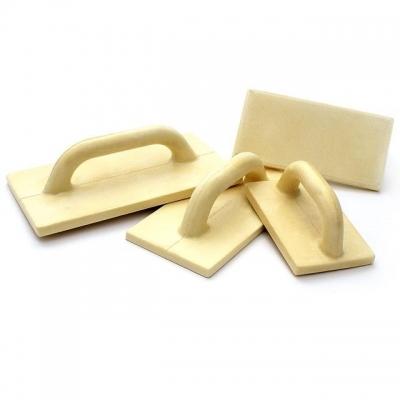 Терка — это ручной инструмент, который применяется для разглаживания и выравнивания поверхности стен после оштукатуривания и шпатлевания. Конструктивно терки очень просты, и представляют собой прямоугольную пластину с эргономичной рукоятью, обеспечивающей комфортный хват во время продолжительных работ. Главными преимуществами полиуретана, являются легкий вес и высокая устойчивость к истиранию, что в свою очередь, позволяет терке долгое время не терять форму. Однако, несмотря на простоту, терки позволяют...