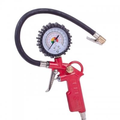 Пистолет для подкачки колес INTERTOOL PT-0503 – пневматический инструмент, который обеспечивает быстрое и удобное накачивание шин и камер. Работает с давлением до десяти атмосфер. Пистолет широко используется на заправках, в автомобильных мастерских, на станциях технического обслуживания, в гаражах. Преимущества Процесс накачивание контролируется удобной шкалой манометра; Пистолет имеет компактный размер, маленький вес и удобную рукоять, которые обеспечивают максимальное удобство во время эксплуатации; Металлический корпус гарантирует долговечность инструмента;