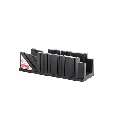 Пластиковое стусло INTERTOOL HT-0723 поможет качественно выполнить работы по распилу деревянных заготовок под определенным углом.Стусло представляет собой изделие П-образной формы, выполненное из ABS-пластика. На его боковых стенках имеются узкие сквозные пропилы под углами 45 и 90 градусов, относительно линии, вдоль которой располагается заготовка. Благодаря этому можно получать точные и аккуратные пропилы в поперечном, продольном и угловом сечении. Такое стусло пригодится при распиливании багета, тонких...