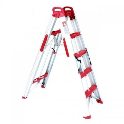 Раскладная лестница-стремянка трансформер TM INTERTOOL LT-5000 изготовлена из высококачественного алюминиевого профиля и соответствует европейскому стандарту EN131. Оснащена уникальной системой складывания, компактна и удобна при транспортировке, а также в хранении (в сложенном виде размеры лестницы 1470*520 мм). Для переноски предусмотрена удобная ручка. Высота стремянки – 1360 мм. Она способна выдерживать нагрузку до 150 кг. Имеет 4 рифленые ступени, полочки под мелкие детали и инструмент. Заглушки у...